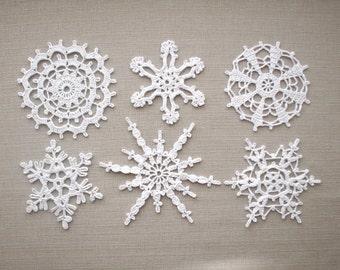White snowflakes Crochet Christmas home decors Lace Xmas ornaments Wedding decors, appliques white snowflakes