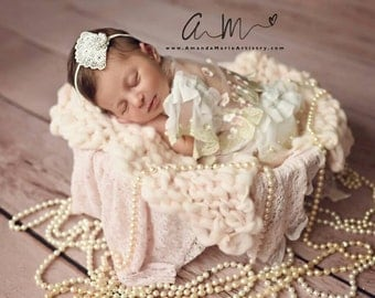 Newborn prop blanket, Thick and thin Bump Blanket, Chunky Knit Layering Blanket, Basket Filler, Basket Stuffer,Blush pink prop Blanket