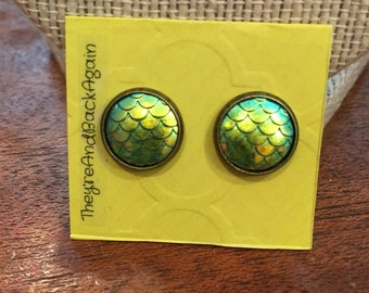 10mm Bronze Metallic Green Mermaid Skin Stud Earrings