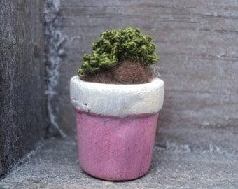 Miniature -crochet succulent (no 2)