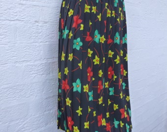 Vintage skirt 70s fashion womens black floral skirt pull on clothing teens vintage fashion floral gift womens woodland skirt clothes 70s uk.