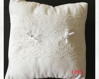 White Wedding Ring Bearer Pillow, Ring Bearer, Ring Pillow, Wedding Pillow, White Wedding Pillow, White Ring Pillow, White Pillow, Velvet
