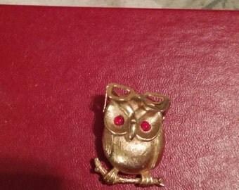 Coventry Vintage Owl Brooch. Sara Coventry? Goldtone.