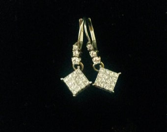 Beautiful 14 k white gold princess cut diamond dangle earrings