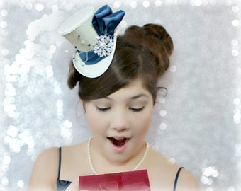 Christmas Mini Hat, Mini Hat Fascinator, Christmas Wedding, Mini Top Hats, Christmas Hair Accessories, Ivory Blue Top Hat, Mad Hatter Hat