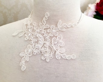 Lace necklace or bracelet yvory or black. Free shipping.