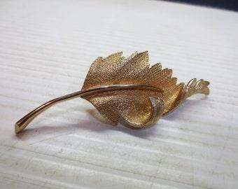 Vintage Textured Gold Tone Metal Curled Leaf Brooch Signed Coro Pegasus