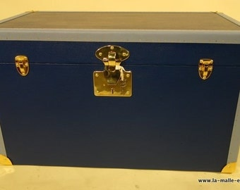 Blue flat trunk with his key / trunk /.