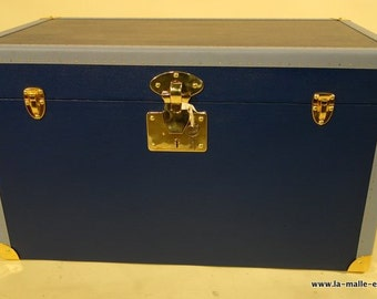 Blue flat trunk with its key / trunk /.