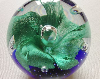 paperweight - Stunning glass PAPERWEIGHT green and blue beautiful bubbles 3 inches across