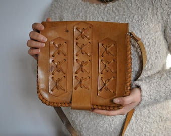 Vintage HANDMADE LEATHER messenger bag .....(349)