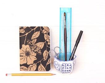 """Notebook:  """"Flower and butterfly"""" - 10 x 14 cm -  handprinted silkscreen - illustration"""