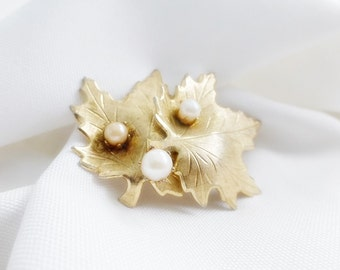 Gold Toned Engraved Maple leaf Vintage Pin Brooch