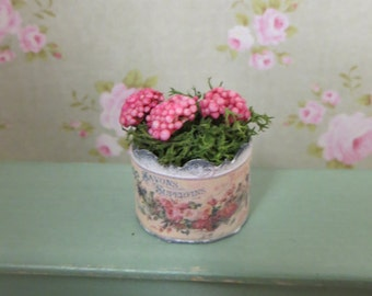 A flower in a pot for the dollhouse