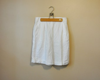 90s white linen shorts / 1990s pleated baggy shorts / vintage high waisted shorts