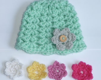 Hat with interchangeable flowers
