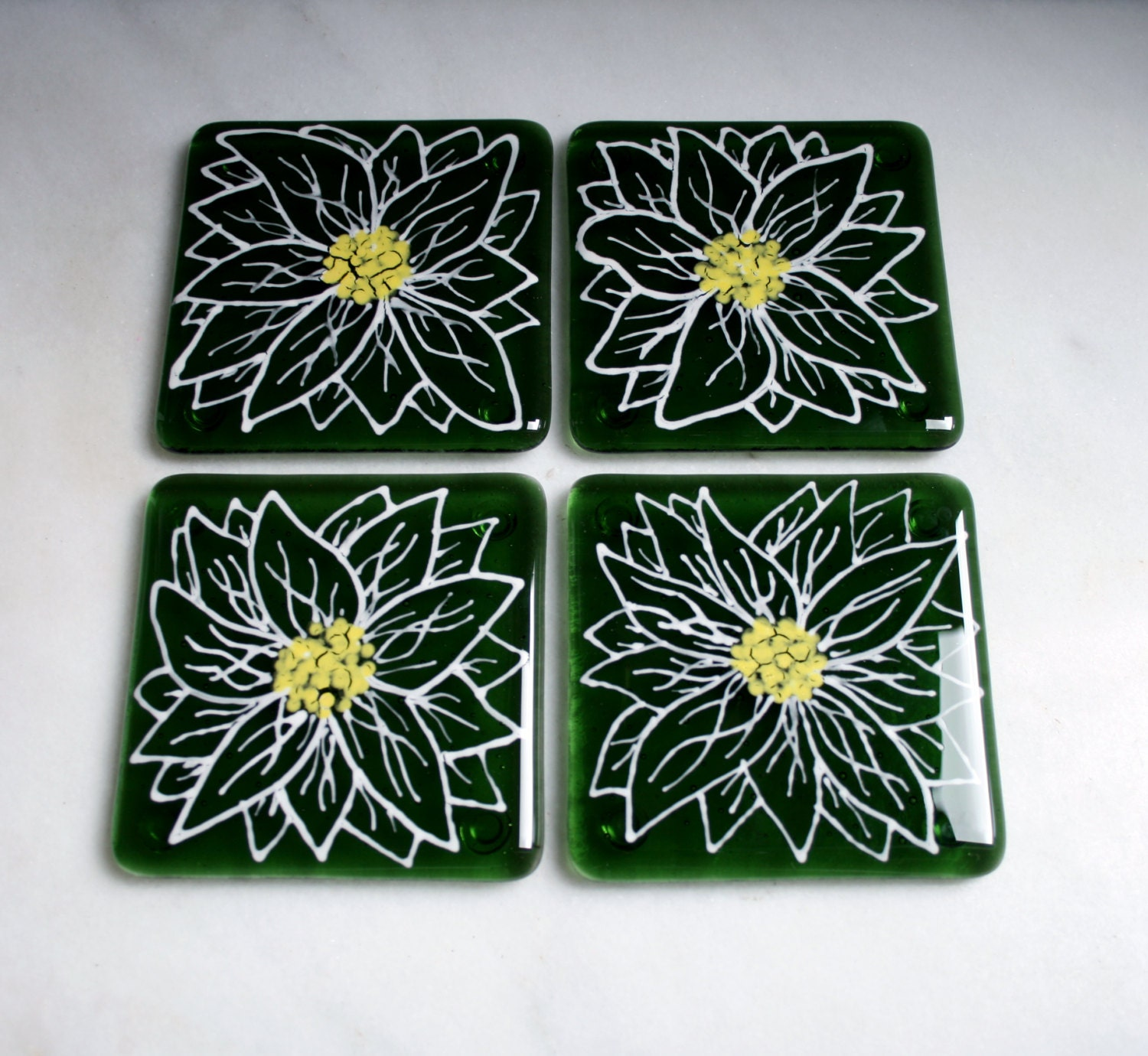 kiln fused glass coasters 39 daisy 39 large white. Black Bedroom Furniture Sets. Home Design Ideas
