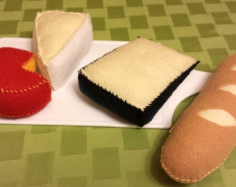 Felt cheese plate with baguette - Felt Play Food