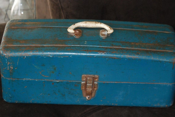 Vintage tackle box fishing tackle box large for Large tackle boxes for fishing