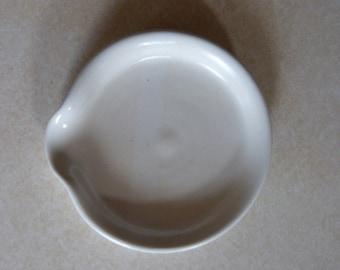 Spoon rest creamy white.