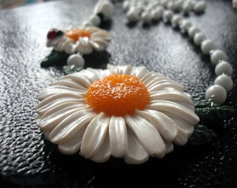 camomile chamomile beads pendant with chamomile white beads beads flowers white flowers nature summer beads with white flower gifts for her