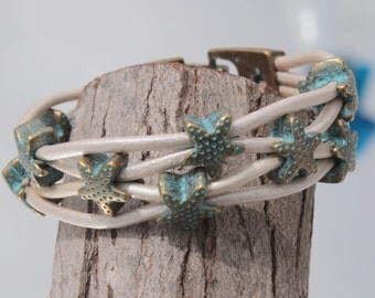white Bracelet with bronce color starfish