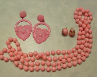 1980s  LONG Pink Plastic Necklace ,Marbled Plastic Bead and 80s Large Heart Stud Earrings