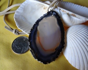 A very nice sliced agate with a wonderful contrast in colors with a Eco soft lace cord!
