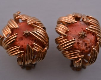 Gilt Retro Clip On Earrings With Coral (244d)