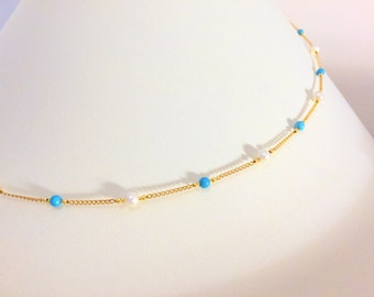 A chain necklace with turquoises and pearls