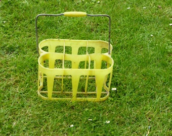 BOTTLE RACK, for 6 bottles, color yellow, trend and design, plastic and metal, vintage on 1970