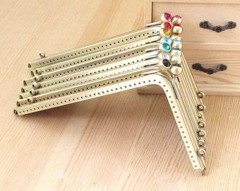 1 PCS, 18.5cm *11cm / 7.3 * 4.3 inch, Beaded Triangle Brass Kiss Clasp Lock Purse Frame, K365