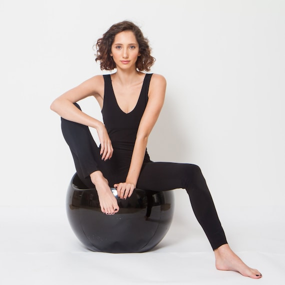 Clothing to Wear to Yoga Class. There isn't any set outfit to wear for yoga, however you will find that some types of clothing are better suited for performing asanas than others. Many people prefer to wear one piece unitards for yoga, as they hug the body yet allow for full freedom of movement. 4.