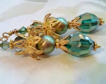 Green Earrings, Swarovski Pearl Earrings, Green Pearl Earrings, Handmade Earrings, Vintage Style Earrings, Boho Earrings, Victorian Earrings