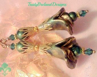 Bridal Earrings, Blue Earrings, Teal Earrings ,Aqua Earrings, Flower Earrings, Hand Painted, Lucite Earrings, Blue Green Earrings, Painted