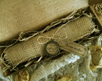 Scroll Wedding Invitation with Burlap in Aged Box; Scroll Invitation, Aged Scroll, Shabby Invite, Vintage Wedding Distressed Invitation Nr81