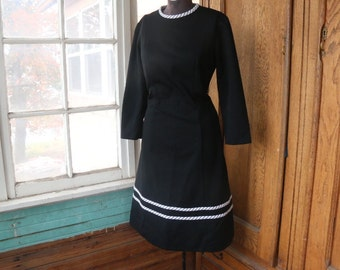 Vintage 1960's Black Flutterby Dress. Size Medium. Black and White. Mad Men. Polyester Dress. Long Sleeved Shift Style Dress. Mid Length