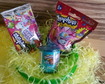 Shopkins season 5, 4 in a Jumbo Surprise Egg / ball - Shopkins mystery items.