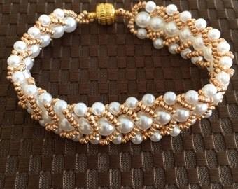 White and Gold Flat Spiral Beaded Bracelet