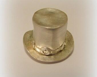 Slash topper, top-hat pendant