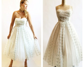 1950's cream tulle cupcake party dress with green embroidery. Size M.