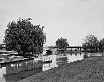 1880 - Canoeing at Belle Isle Park