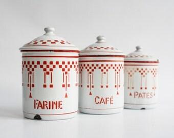 3 boîtes de cuisine, bocaux d'émail Français, rouge damier Lustucru bocaux avec couvercles, pâtes de farine café, métal émaillé pays Français