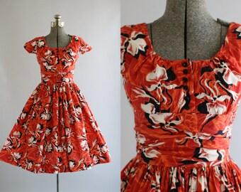 Vintage 1950s Dress / 50s Cotton Dress / Red Tropical Floral Print Dress w/ SHELF BUST XS