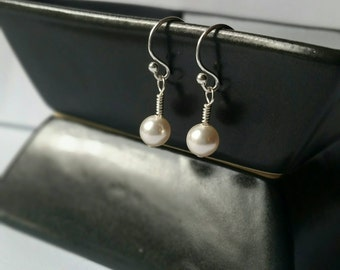 Sterling Silver White Pearl Dangle Earring