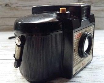 Brownie 127 vintage KODAK camera 1956/1959 with original camera case. Made in England.