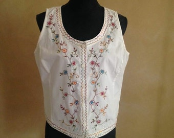 Large-XlG Embroidered 90's Folk Vest