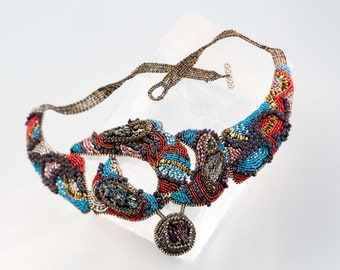 Beaded necklace with covellite