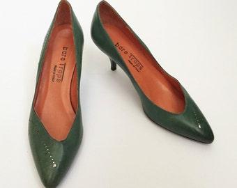80s BARE TRAPS jade green pumps - vintage silver stud stiletto heels - Made in Italy Size 6 7 kitten heels
