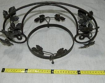 antique hanger metallic for plants. DOOR plant in iron FORGE. Old line